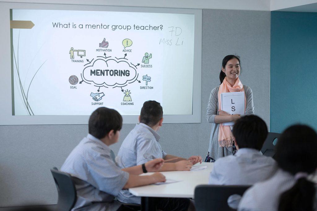 Teacher mentoring students